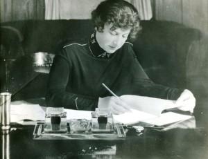 General Evangeline Booth vid skrivbordet
