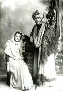 Lucy_&_Emanuel_Booth-Hellberg_Indiska_bröllopsdräkter