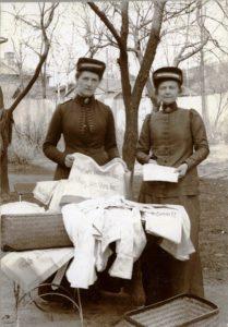 Slumsystrar_försäljning_handarbeten_fr_Räddningshemmen